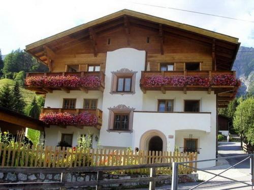 Hotel Pictures: Ferienwohnungen Herlinde, Pettneu am Arlberg