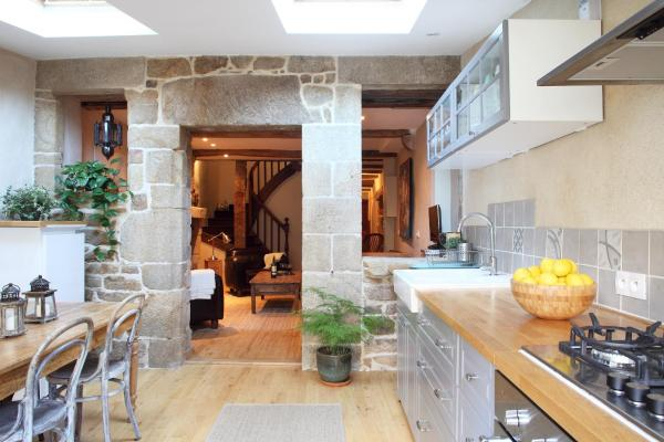 Hotel Pictures: Town House In Quaint Breton Village, Guéméné-sur-Scorff