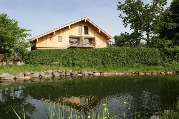 Hotel Pictures: Beim Schmied, Traunreut