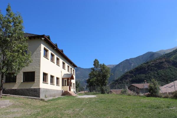 Hotel Pictures: Casa de Colònies Vall de Boí - Verge Blanca, Llesp