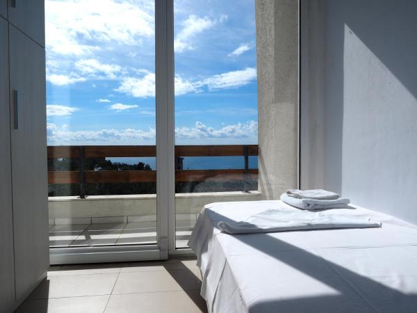 Two-Bedroom Apartment with Patio and Sea View (3 adults)