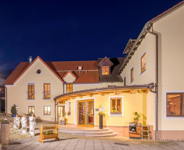 Hotelbilleder: Landhotel Zum Goldenen Kreuz, Moosbach