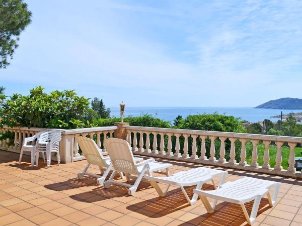 Hotel Pictures: Sant Isabel 1, Port de la Selva