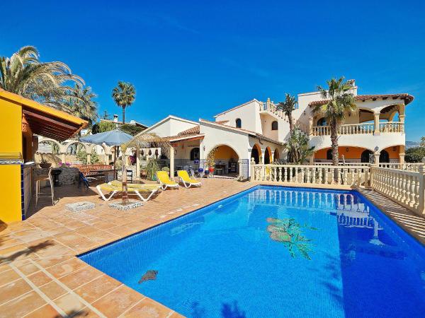 Hotel Pictures: Villa Villa Sally, Moraira