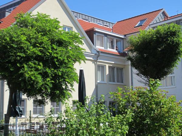 Hotel Pictures: Apartment KYP Yachthafen Residenz.6, Wiek auf Rügen