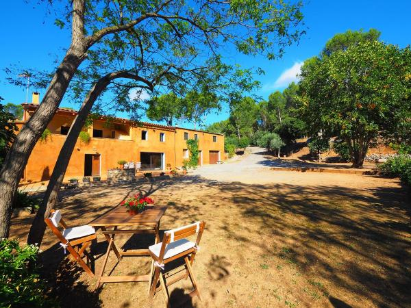 Hotel Pictures: Country House Mas la Barca, Palau de Santa Eulalia