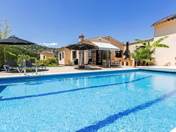 Hotel Pictures: Holiday Home Las Palmeras.1, Calonge