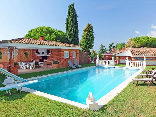 Hotel Pictures: Villa Villa Juanola, Sant Andreu de Llavaneres
