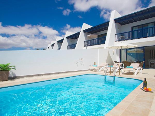 Hotel Pictures: Holiday Home Villa puerto del Mar, Puerto Calero
