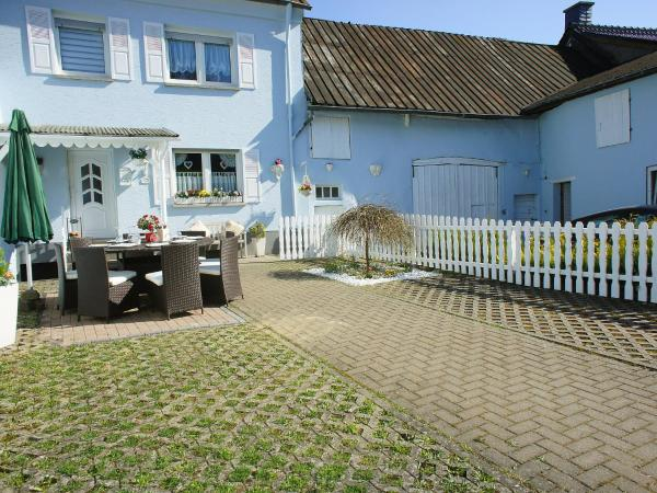 Hotel Pictures: Holiday Home Eifel Romantika, Udler
