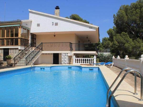 Hotel Pictures: Holiday Home Casa Los Pinos, Finestrat