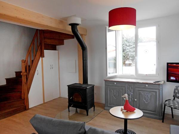 Hotel Pictures: Country House Maison Les Oies, Blot-l'Église