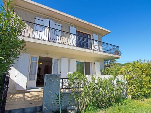 Hotel Pictures: Apartment Chemin de la rivière.1, La Garonnette-Plage