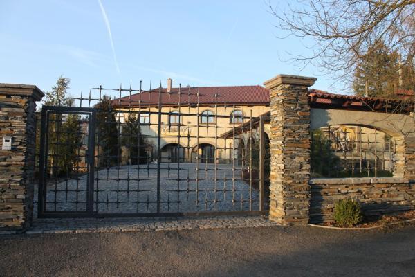 Hotel Pictures: Lavande Ranch, Strážiště