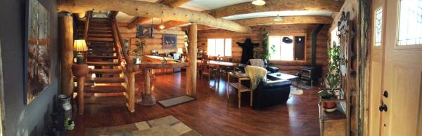 Hotel Pictures: Arctic Divide Ranch Lodge & Motel, Dease Lake
