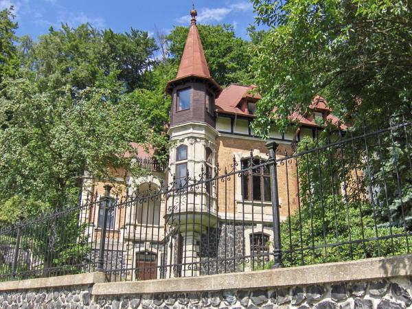 Hotel Pictures: Romantic Chateau Krasna Lipa, Krásná Lípa
