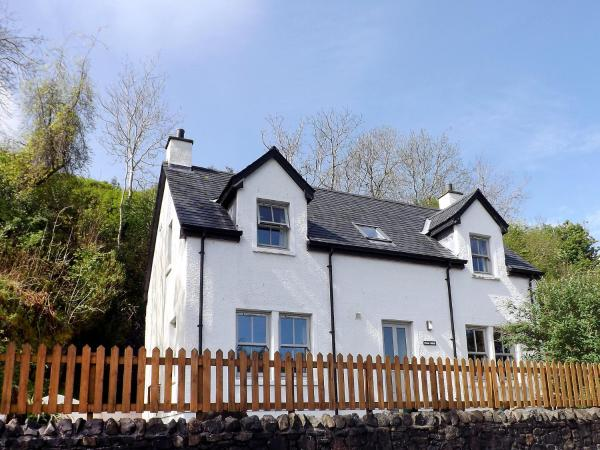 Hotel Pictures: Holiday Home Staffin Road, Portree