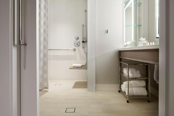 Twin Room - Hearing Accessible with Roll-In Shower