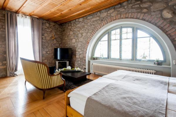 Hotel Pictures: Hotel Acacia, Marly-le-Grand