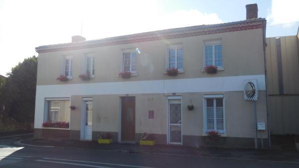 Hotel Pictures: L'Ancien p'tit bistrot, Saint-Hilaire-du-Bois