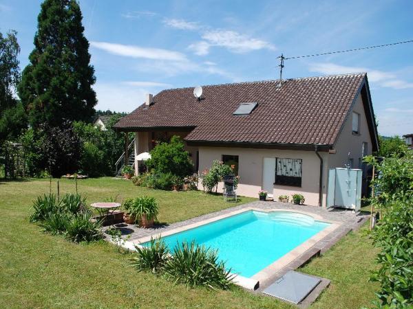 Hotel Pictures: Ferienwohnung mit Pool, Straubenhardt