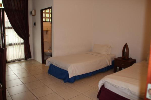 Twin room with Pool Side View