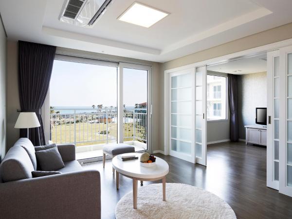 Standard Double Room with Ocean View(Two-bedroom)