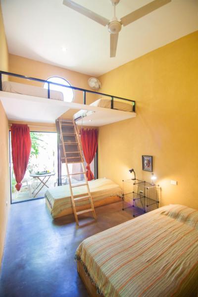 Hotel Pictures: Cabinas Cada Luna, Marbella