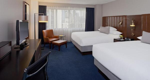 Queen Room with Two Queen Beds with Club Access