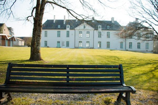 Hotel Pictures: Surprenantes - Château du Pé, Saint-Jean-de-Boiseau