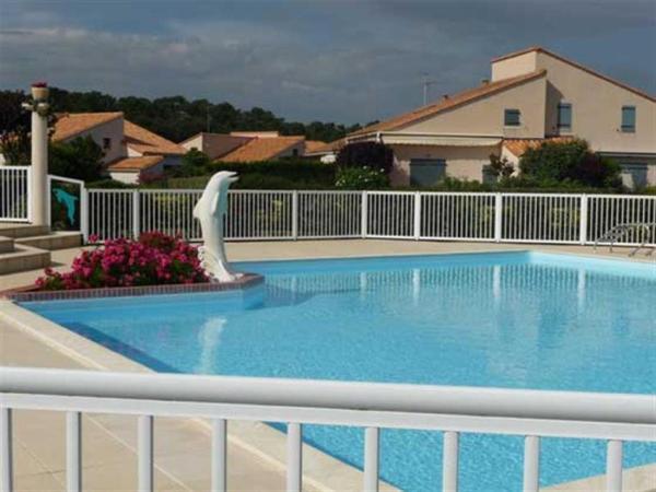 """Hotel Pictures: Villa Résidence """"Bois Soleil"""" Avec Piscine Et Tennis, Puyraveau"""
