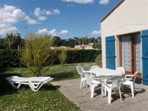 """Hotel Pictures: Villa Résidence """"Bois Soleil"""", Puyraveau"""