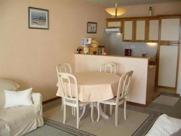 Hotel Pictures: Apartment Avec Belle Vue Sur Mer Et Fort De Saint Nicolas, La Chaume
