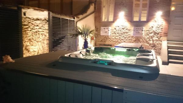 Hotel Pictures: , Villefranche-de-Lauragais