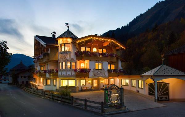 Foto Hotel: Ferienschlössl Harmonie, Holzgau