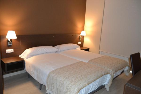 Hotel Pictures: , Tríacastela