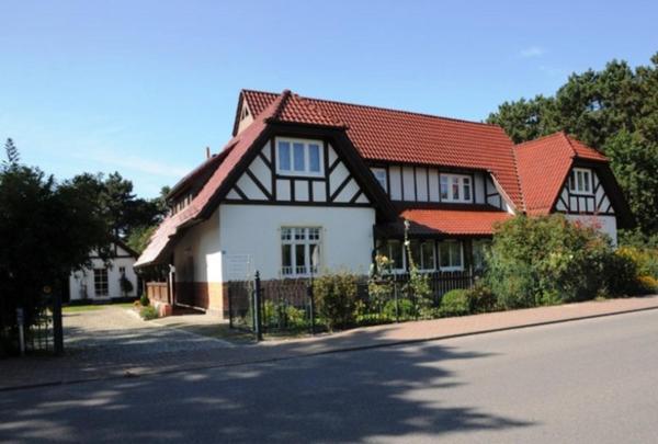 Hotelbilleder: Altes Lotsenhaus Appartment 1, Thiessow