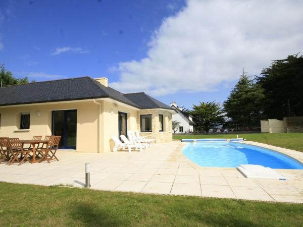 Hotel Pictures: Holiday Home L Hortensia 1, Peulven