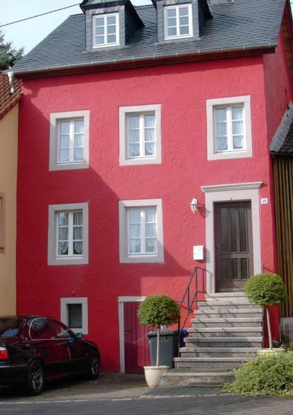 Hotel Pictures: Ferienhaus Tantes Haus, Oberkail
