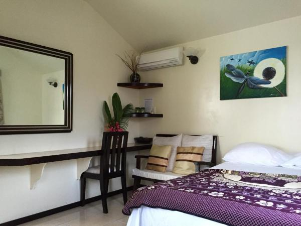 Hotel Pictures: Blue Wave Guest House, Caye Caulker