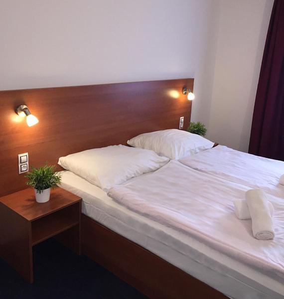 Hotel Pictures: Hotel ELMA, Karlštejn