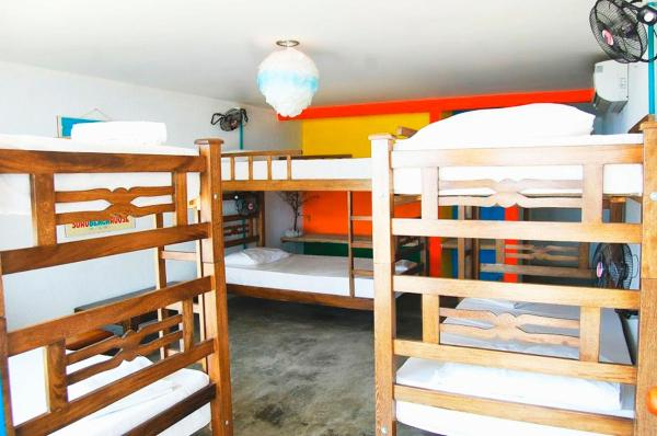 Bed in 6-Bed Dormitory Room with Air-conditioning