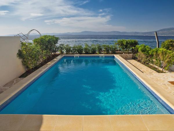 Hotel Pictures: Villas Violet & Rosemary, Supetar