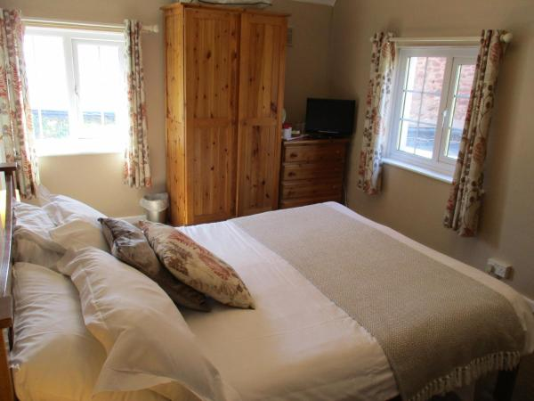 Double Room with En-Suite Bathroom