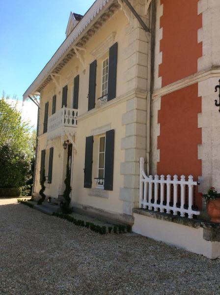 Hotel Pictures: Le Chalet De Luxe, Saint-Séverin