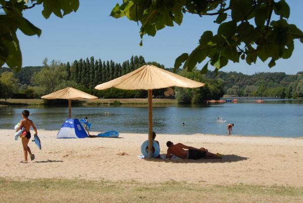 Hotel Pictures: Camping Le Lac des Varennes, Marçon
