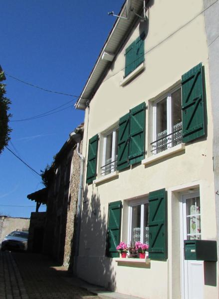 Hotel Pictures: Holiday Home Rue Casse Cou, Confolens