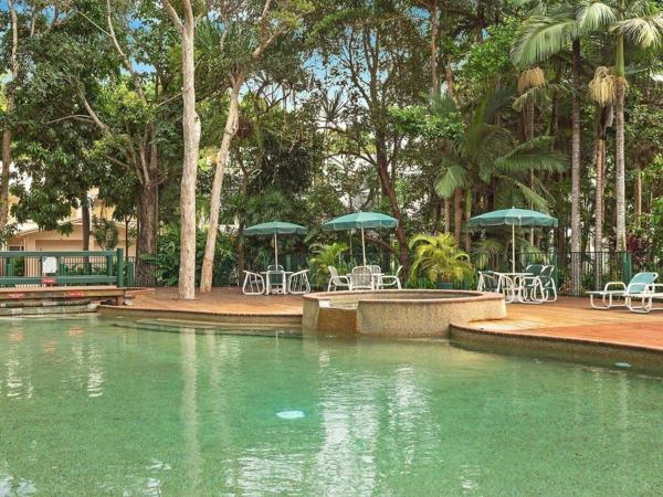 Hotel Pictures: Attenborough Apartments, Cairns