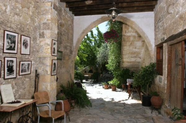 Hotel Pictures: Nicolas and Maria's Cottages, Anoyira