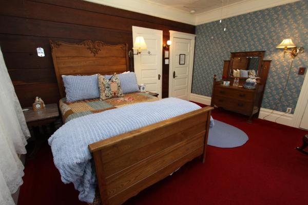 Standard Queen Room (Blue)